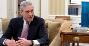 A photo graph of Robert Mueller in conversation in the Oval Office.