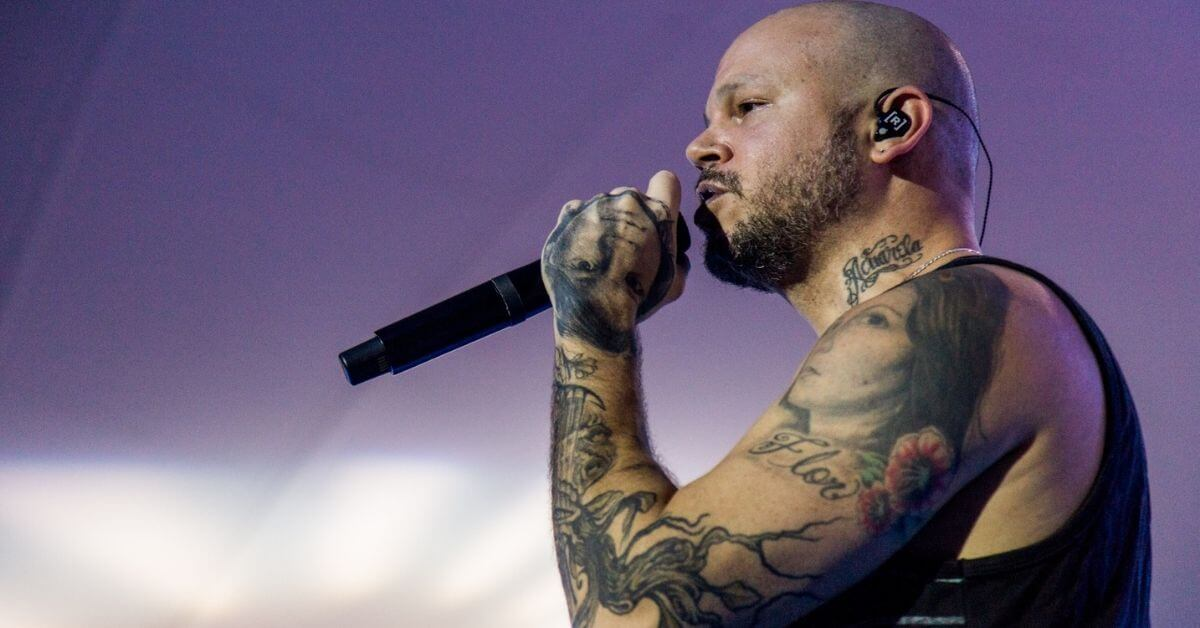 Residente performing on stage