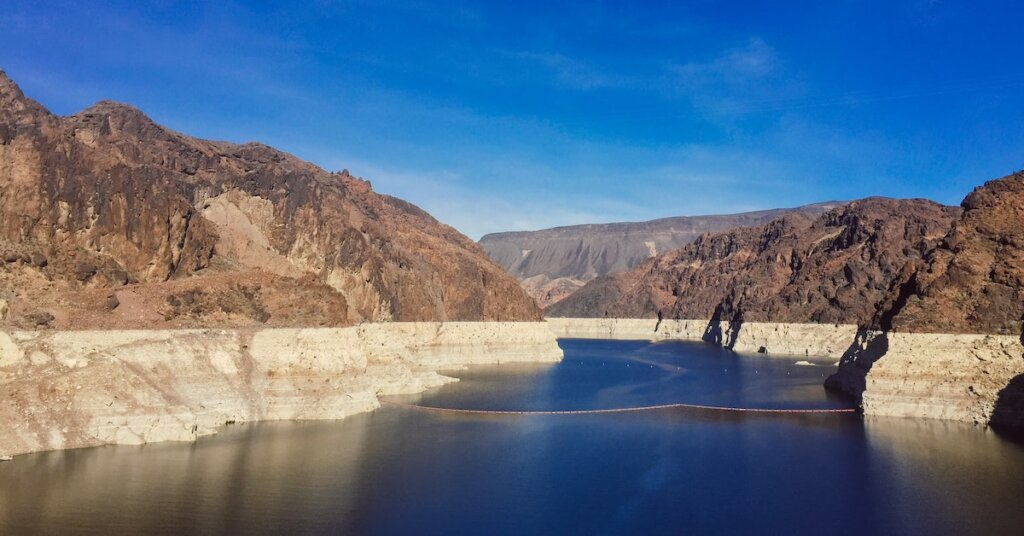The dropping water level of Lake Mead:
